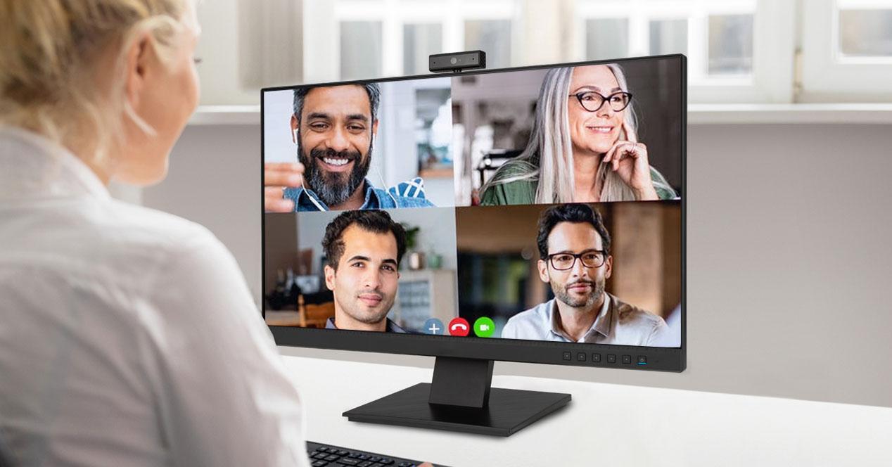 monitores con webcam