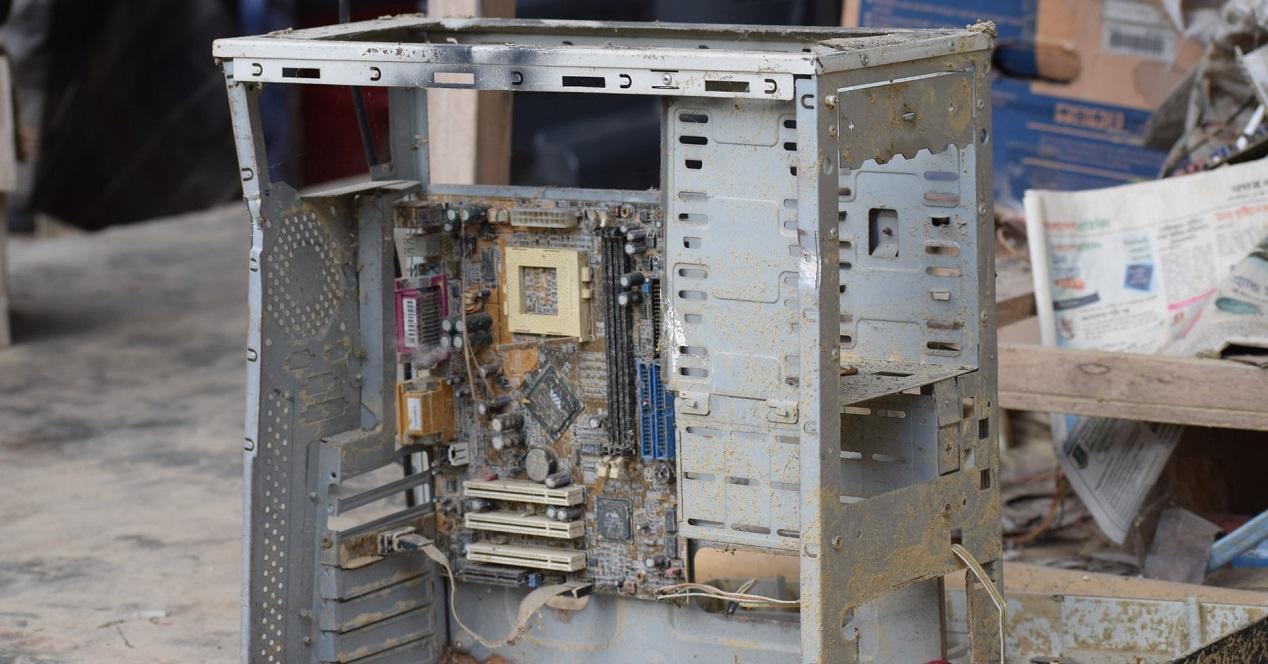 ordenador con polvo