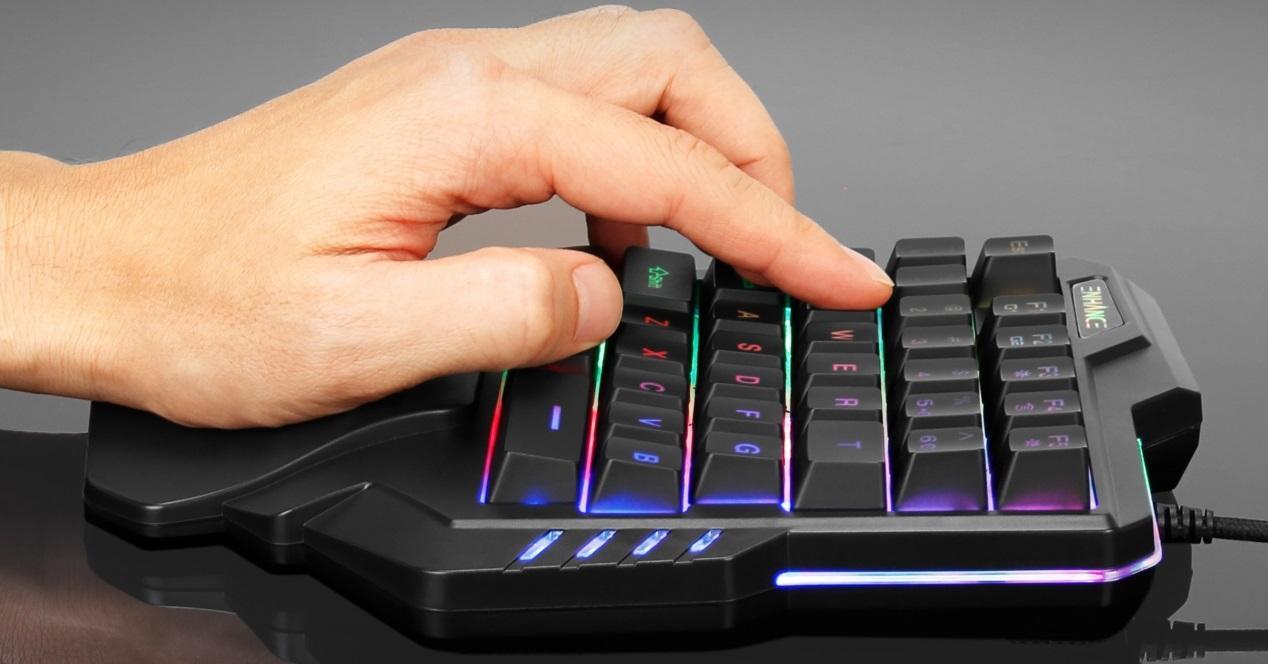 teclado gaming una mano
