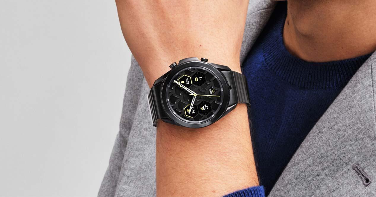 Un Samsung Galaxy Watch3 en uso