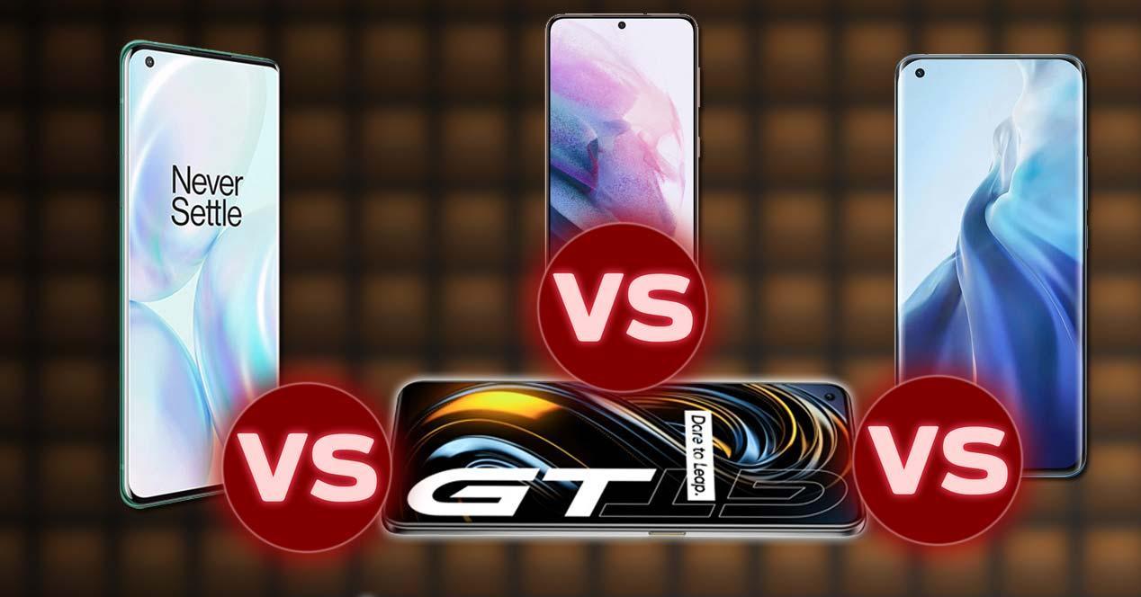 Imagen de realme GT frente a otros teléfonos