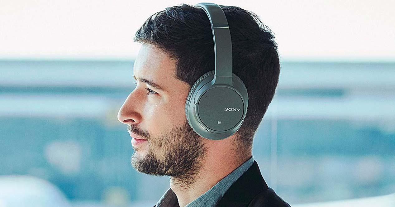 Uso de los auriculares Sony WH-CH700N