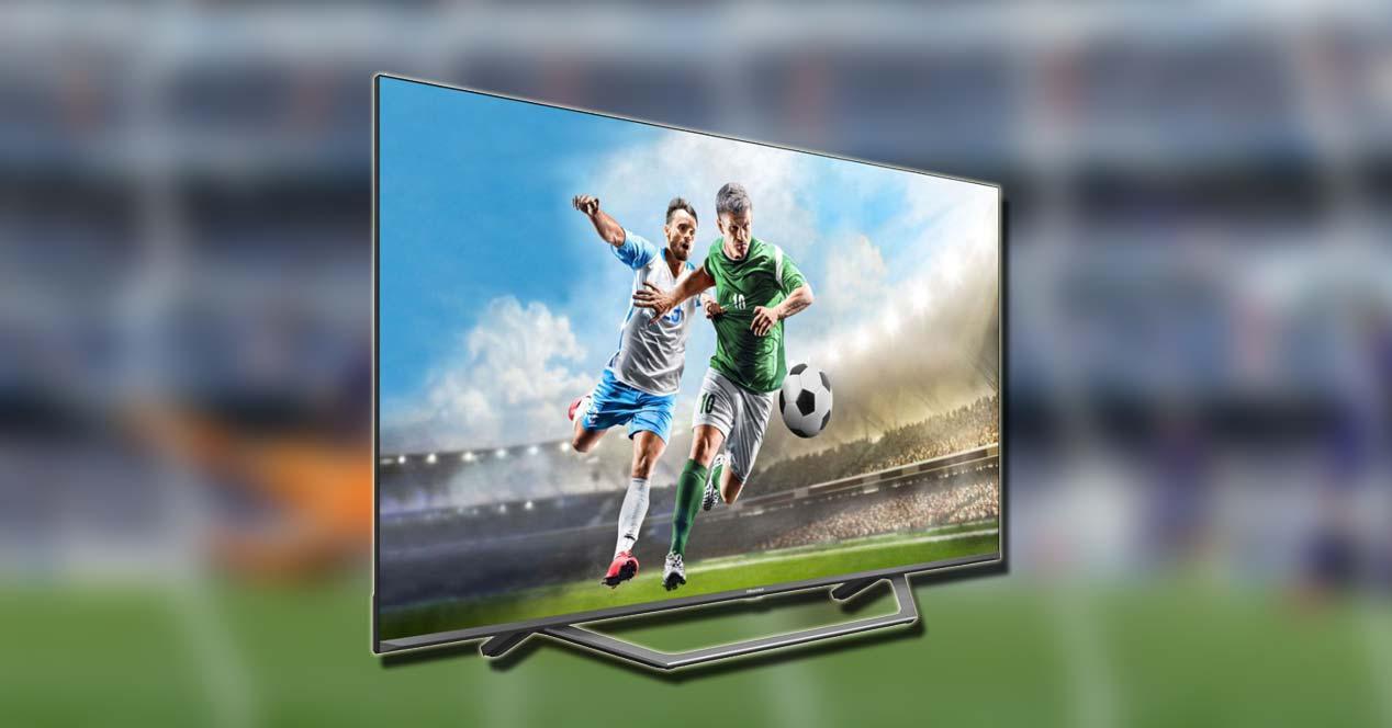 Lateral de la Smart TV Hisense 65A7500F con fondo