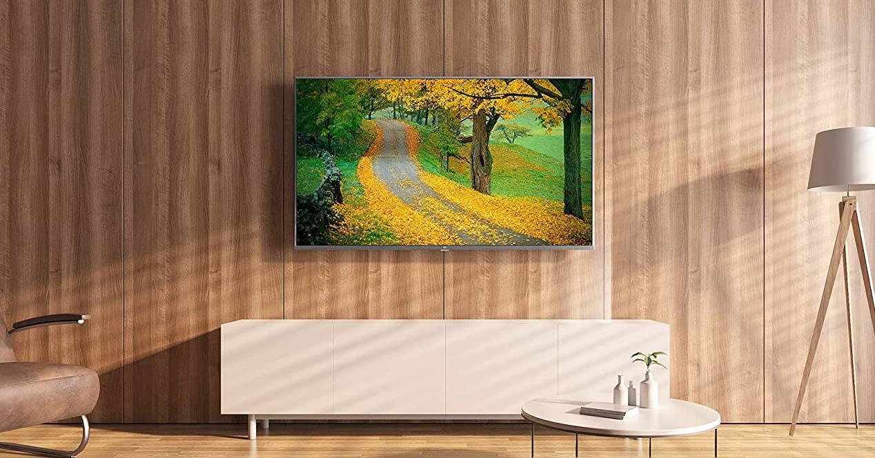Tele Xiaomi 43MILEDTV4A colgada en la pared