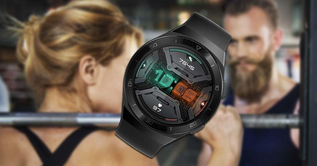 Huawei Watch GT 2e Sport con fondo deportivo