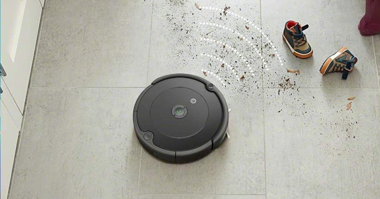 robot aspirador roomba 692 limpiando