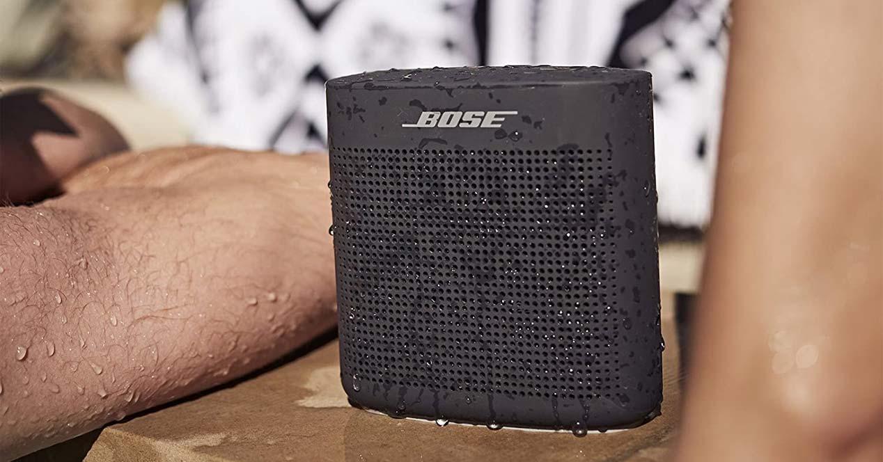 Altavoz Bose SoundLink Color II con agua