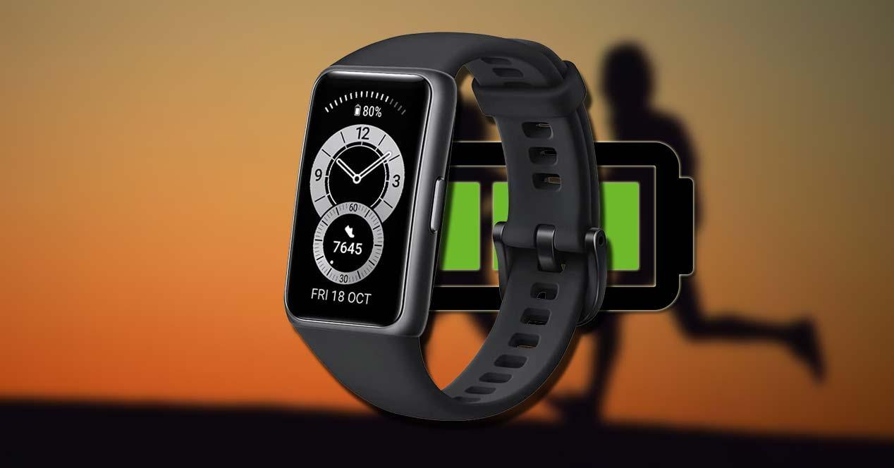 Huawei Band 6 con fondo deportivo y batería